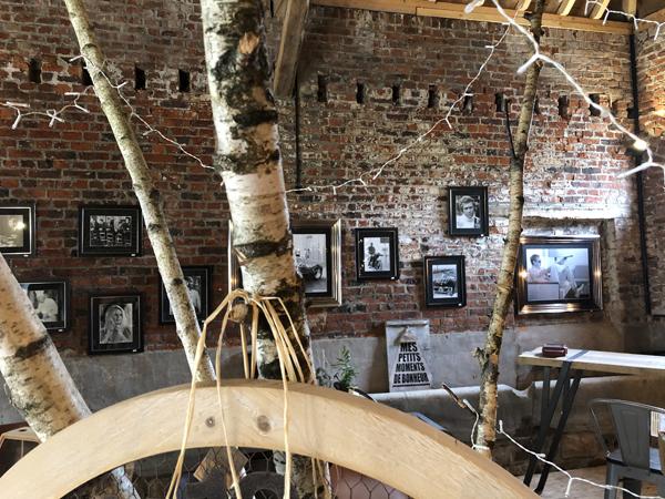 Des meubles en bois massif dans la cuisine