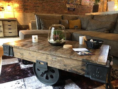 Table basse en bois massif pour le salon