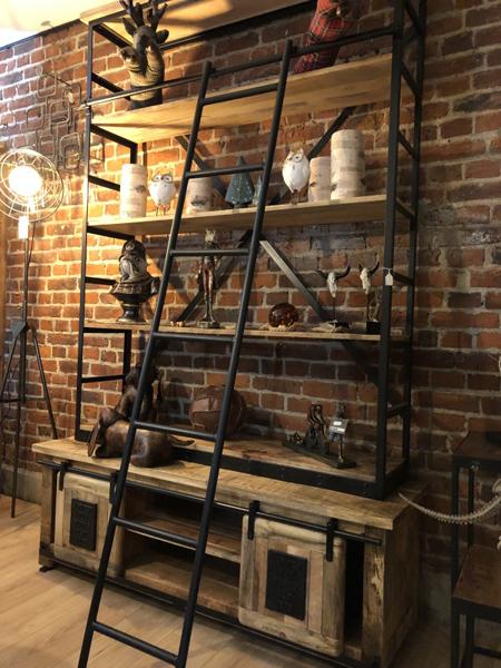 Bibliothèque industrielle en bois et métal